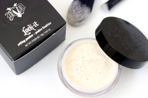 Kosmetische Neuheiten von Kat Von D: transparenter Puder Lock-it Setting Powder